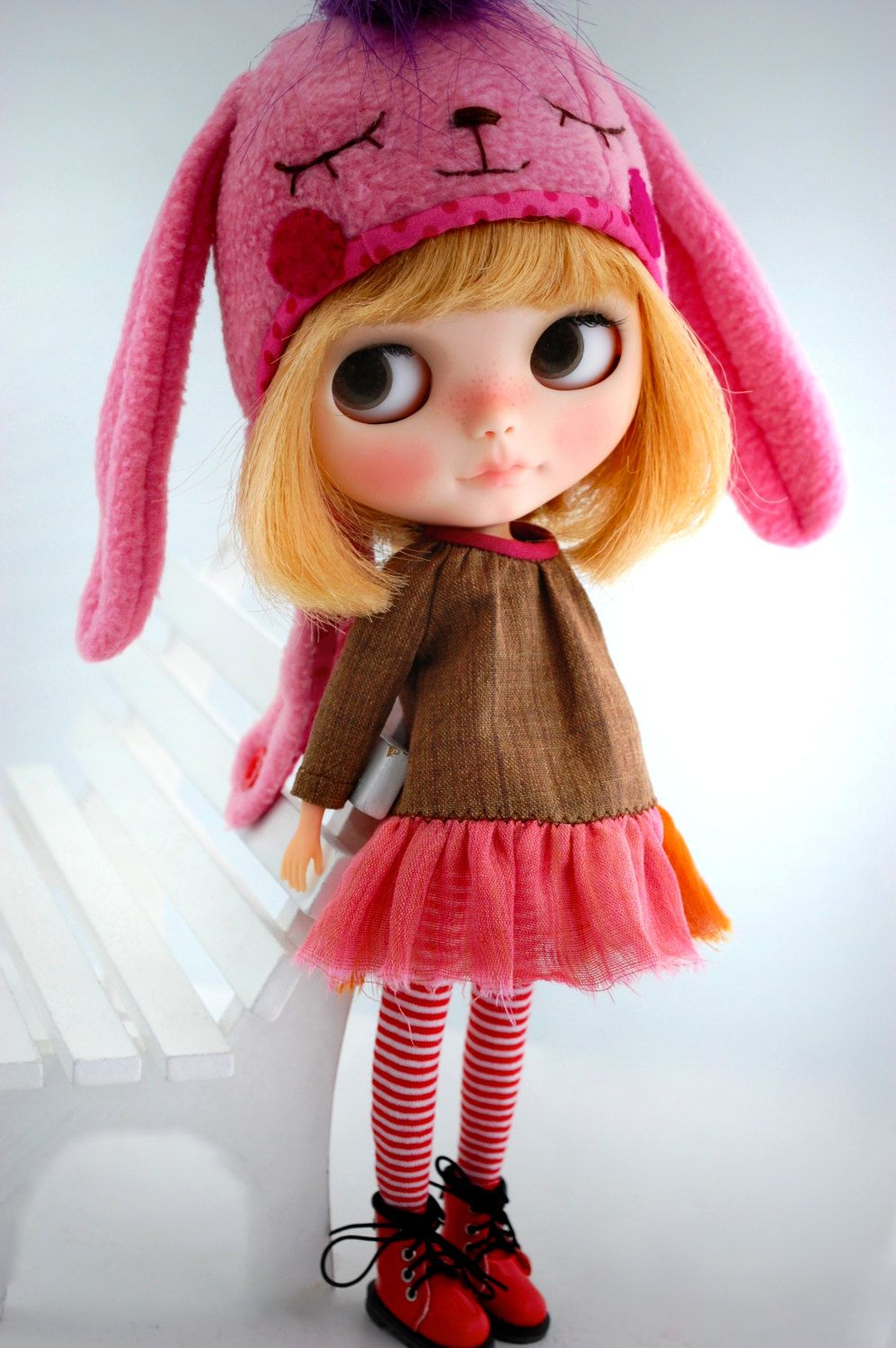 This dress is made by Miema Dollhouse and fits Blythe dolls, Dal doll, Licca, Azone and other dolls with the same body size.1/6 doll (22-25 cm body)    It includes 1 items : 1 dress    You can buy the socks also at our shop. (=^-ω-^=)    (Doll and others is not included.)    More doll clothes for Blythe, Pullip, Taeyang, Dal and Isul you can find in our official shop.  www.miema-shop.com    .................................................................................  Regis...