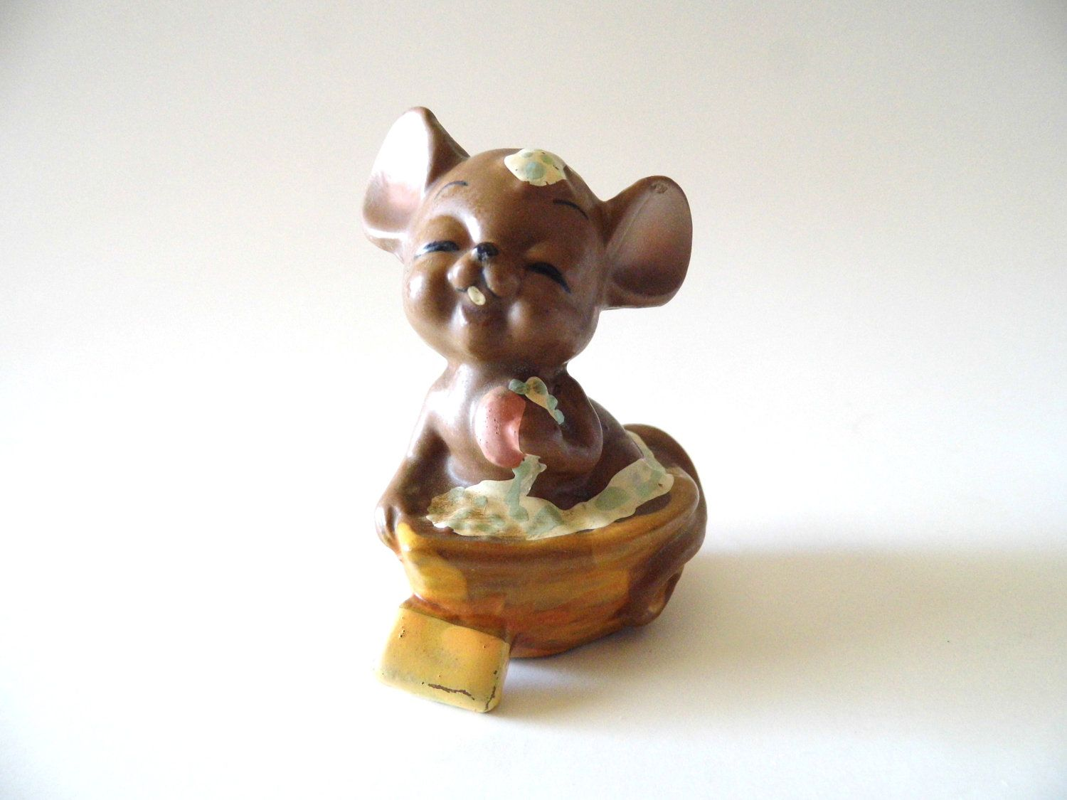 Vintage knick knack josef original mouse figurine in bath for Bathroom knick knacks