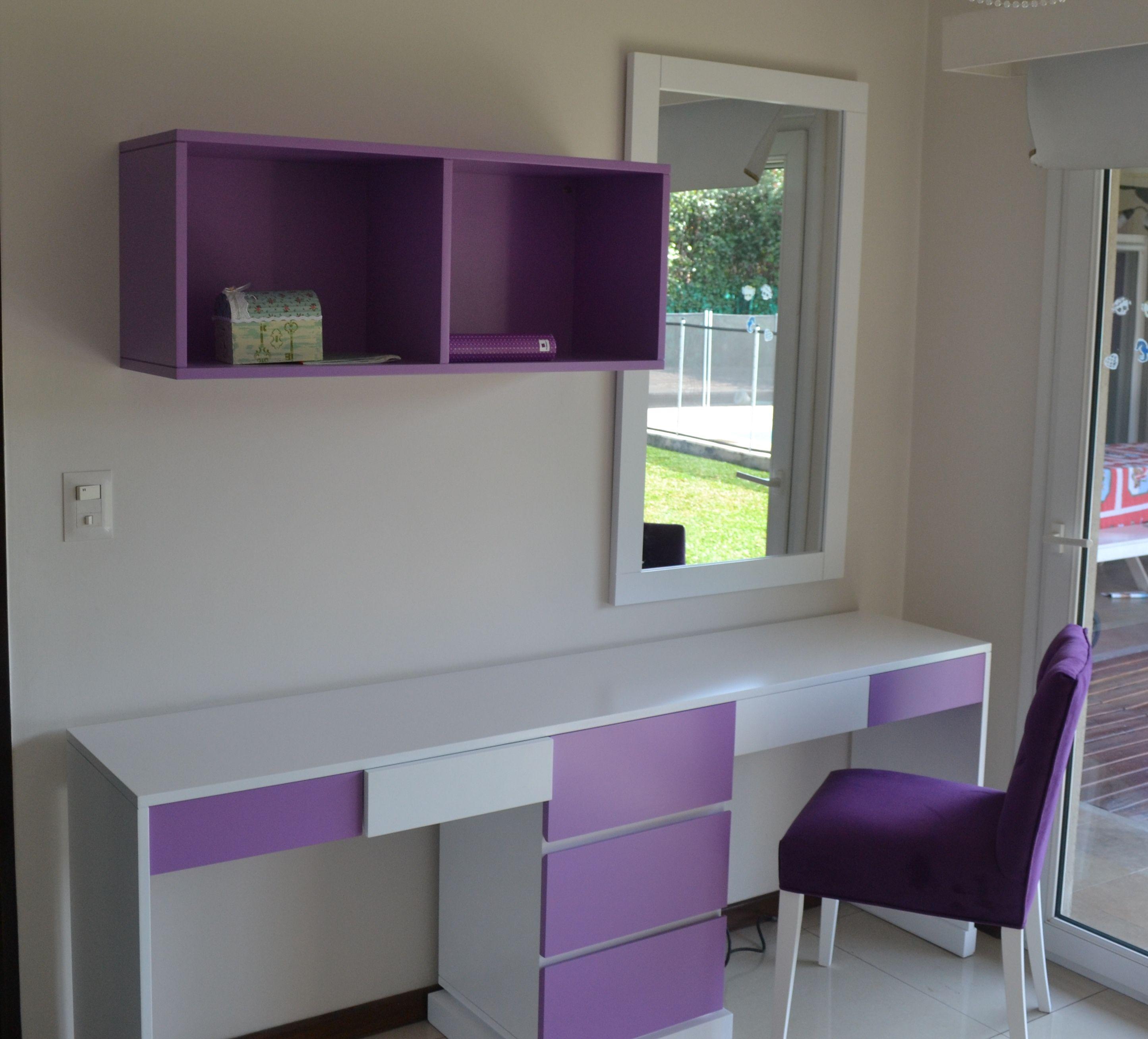 Escritorio con cajones en laca blanca semi mate y violeta, espejo ...