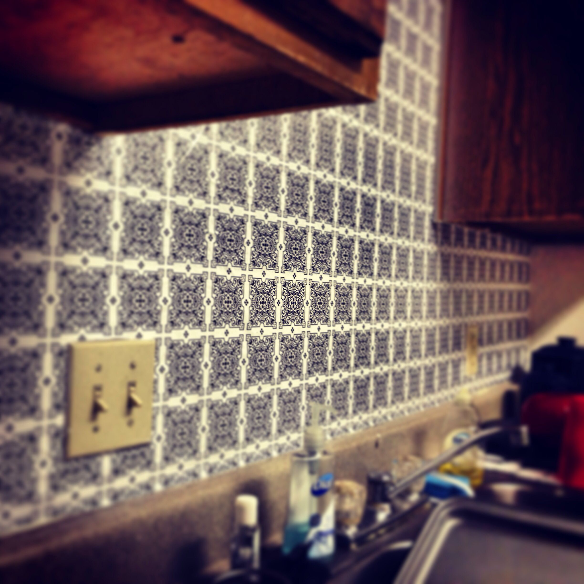 using contact paper as a backsplash or wallpaper. easy, super