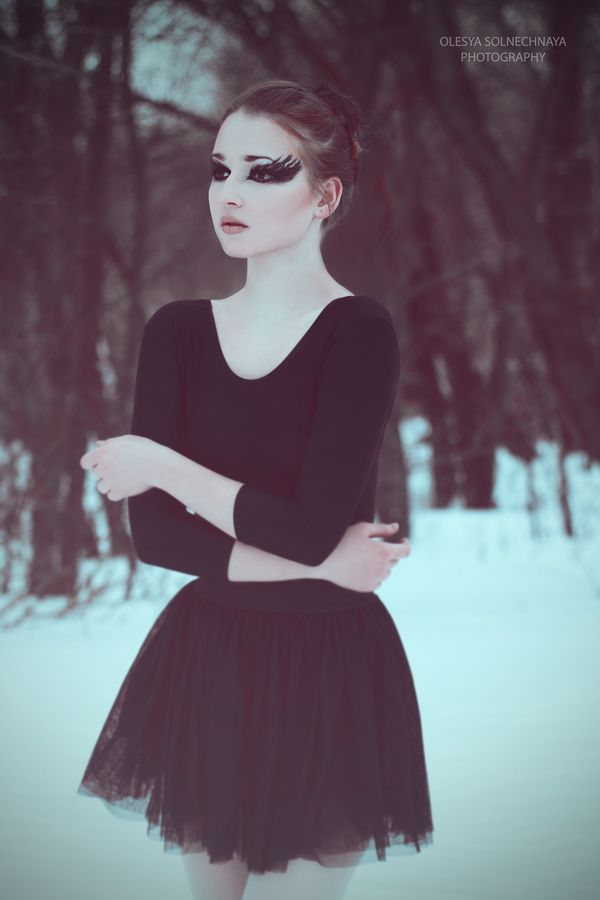 Black swan costume  sc 1 st  Pinterest & Feeling like a little white swan who pretends to be the black swan ...
