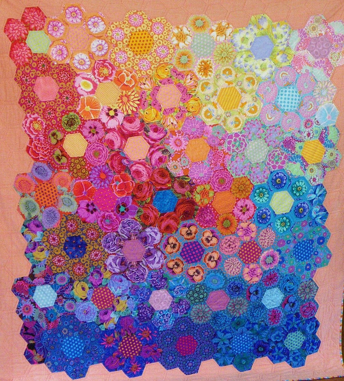 Hand pieced fussy cut hexagon quilt by Robin W., Fairholme Quilters ...