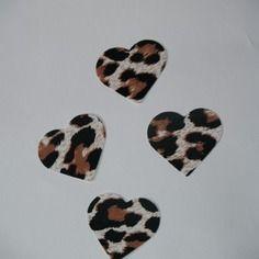 4 coeurs imprimé panthère à thermocoller (3cm)