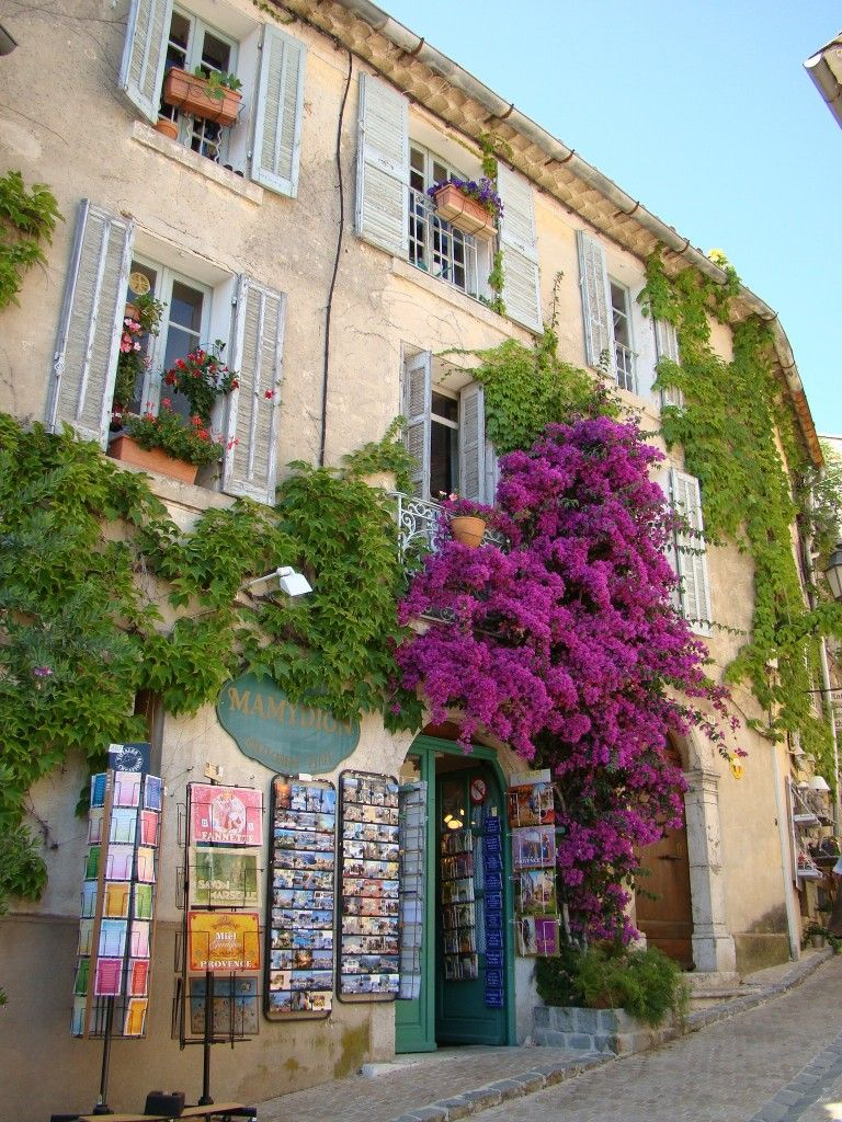 One of many beautiful facades in the town Beautiful, Le