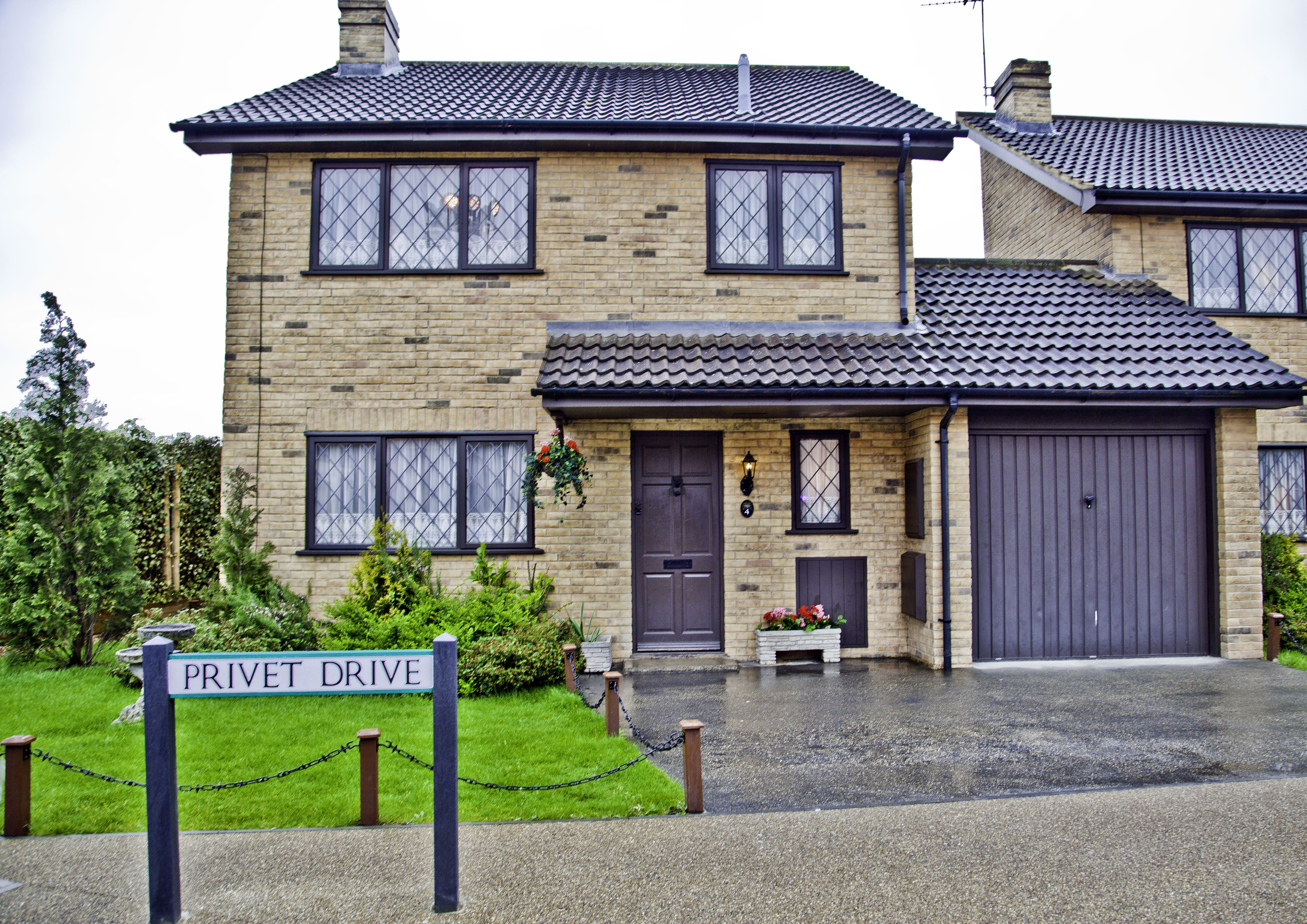 No 4 Privet Drive Little Whinging Surrey Aka The Residence Of Mr Mrs Dursley Dudley Dursley And Harry Potter C Ann Broom Surrey Harry Potter