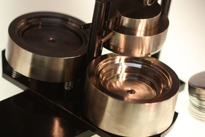 Solid steel dies. No plastic. This is what to look for ...