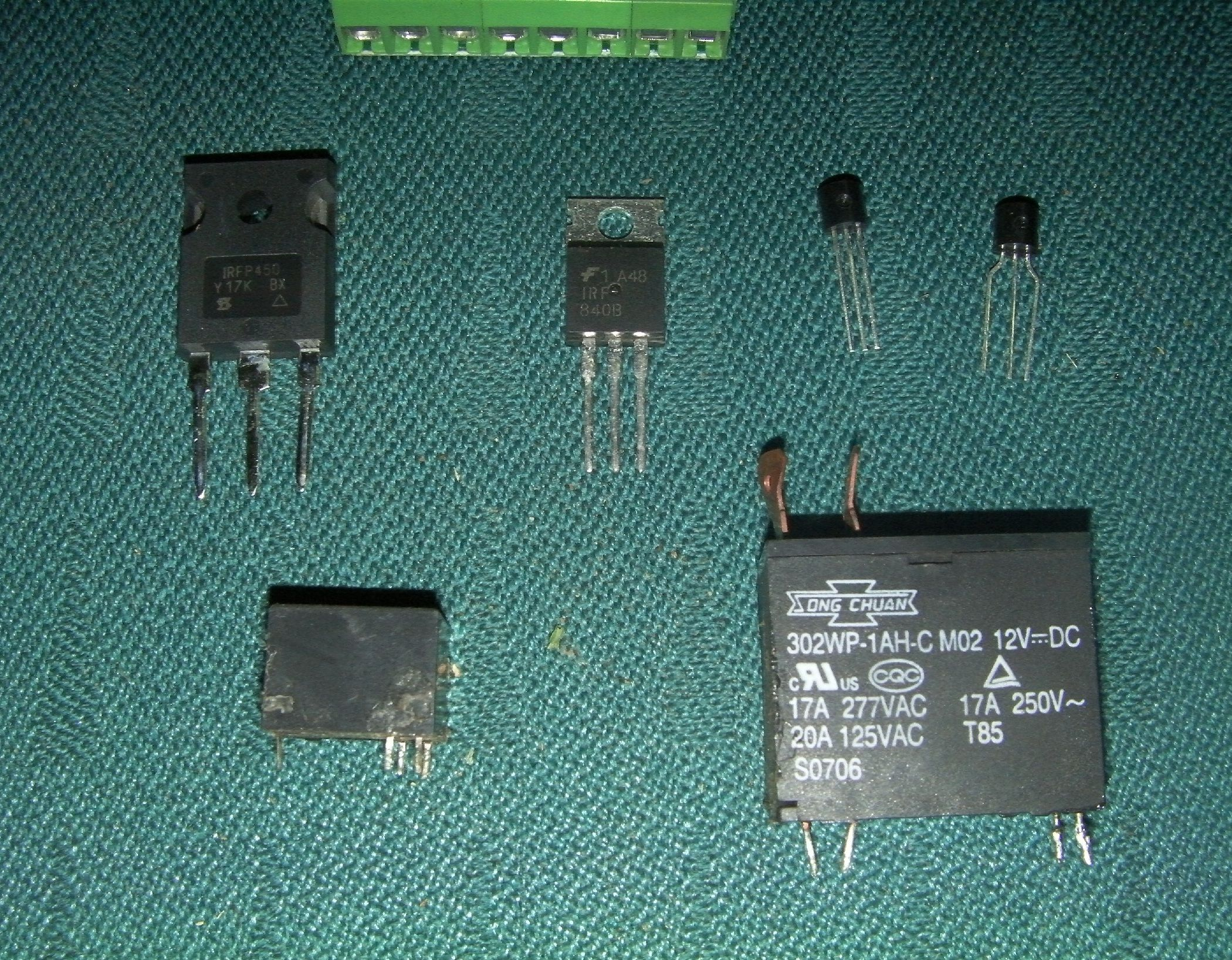 How Electronic Switches Work For Noobs Relays And Transistors Transistor Relay Circuit