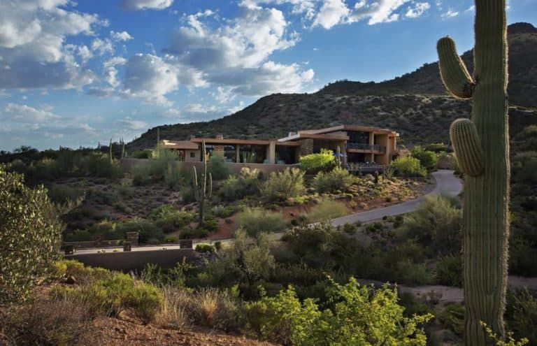 Spectacular contemporary dream home immersed in the Arizona desert