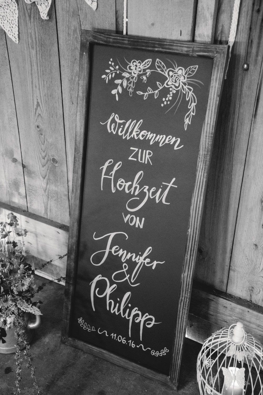Tafel Schild bei der Vintage Hochzeit. Chalkboard at Vintage Wedding ...