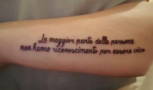 Tatouage bras phrase italien