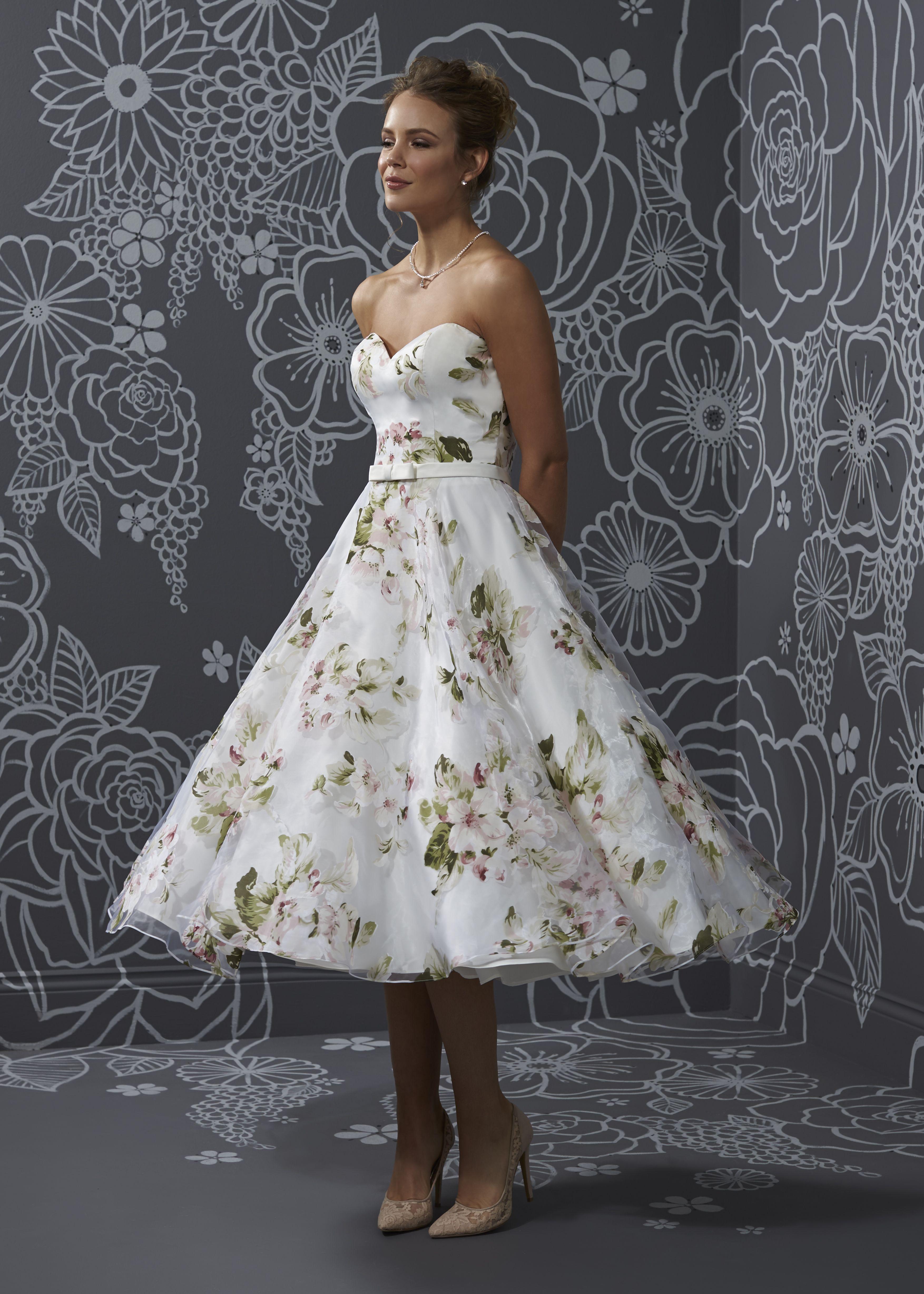 Der Sommer kann kommen! Florales Midi-Kleid aus der Romantica