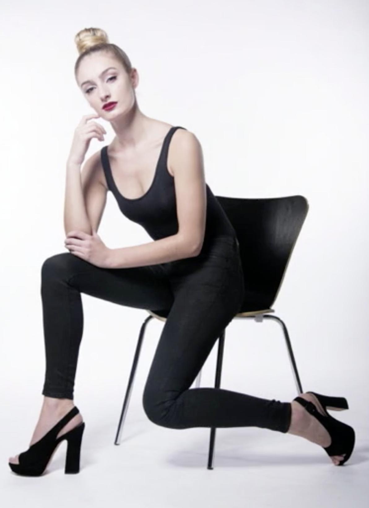 Posing 101 With Lindsay Adler Creativelive Fashion Photoshoot Inspiration Sitting Poses Portrait Photography Poses