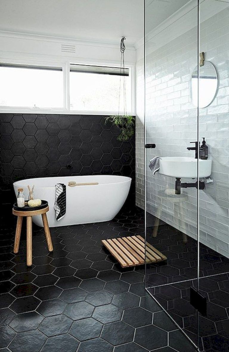 93 Cool Black And White Bathroom Design Ideas 31 Oneonroom Salle De Bain Noir Et Blanc Salle De Bain Noir Salle De Bains Moderne