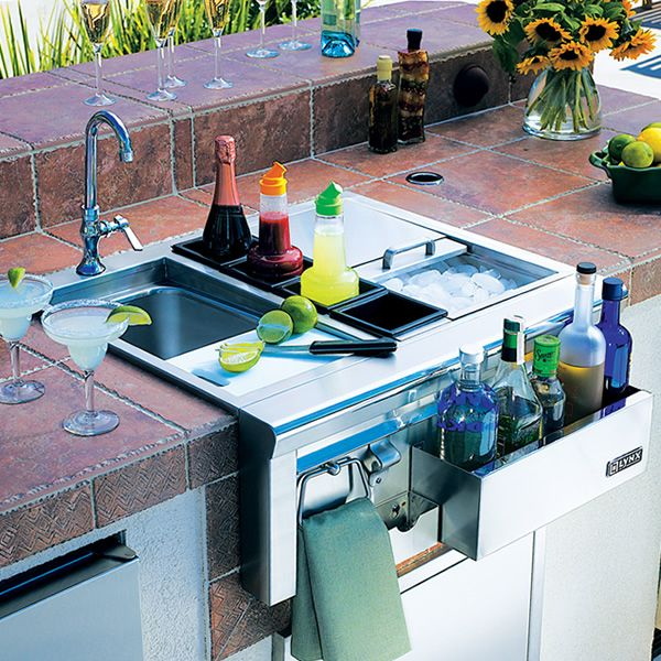 30 Outdoor Kitchens And Grilling Stations: Lynx Built-In Cocktail Station