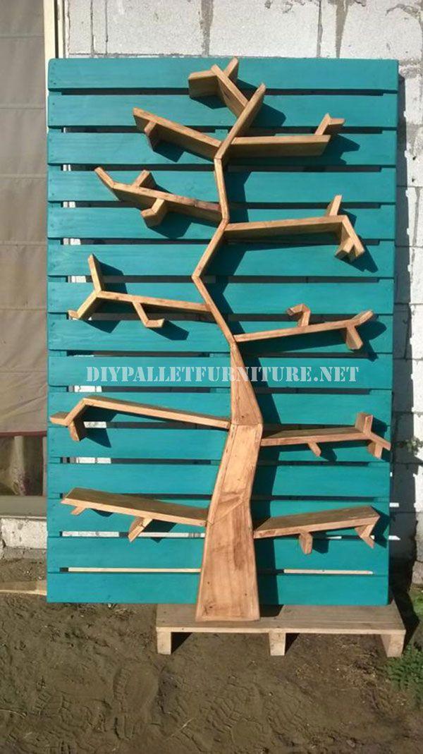 Mueblesdepalets.net: Estantería con forma de árbol hecha de palets