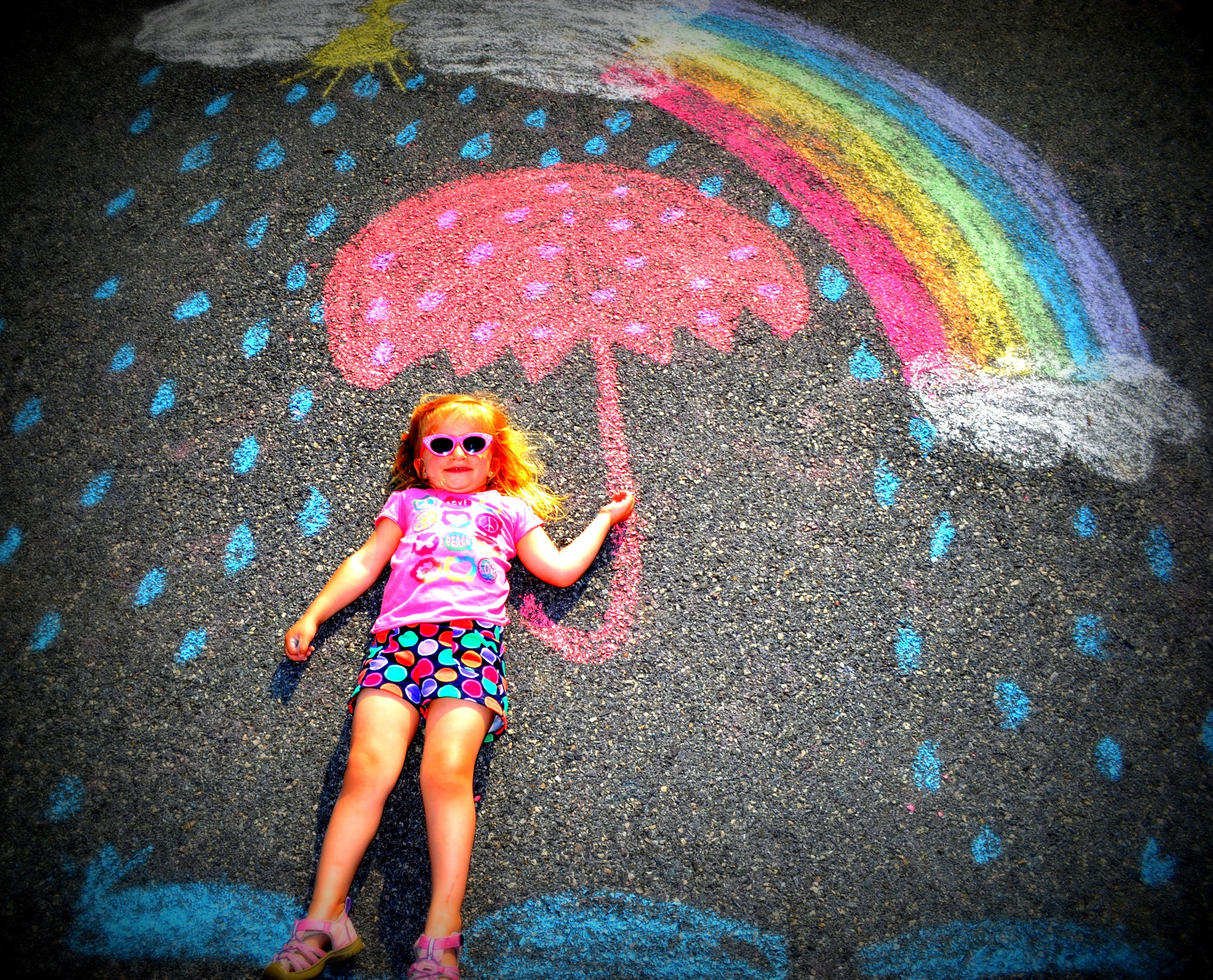 киоск фото с рисунками на асфальте ссыт девке рот
