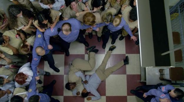 """Todo lo que necesitas saber acerca de ESA escena en la temporada 4 de """"OITNB"""""""