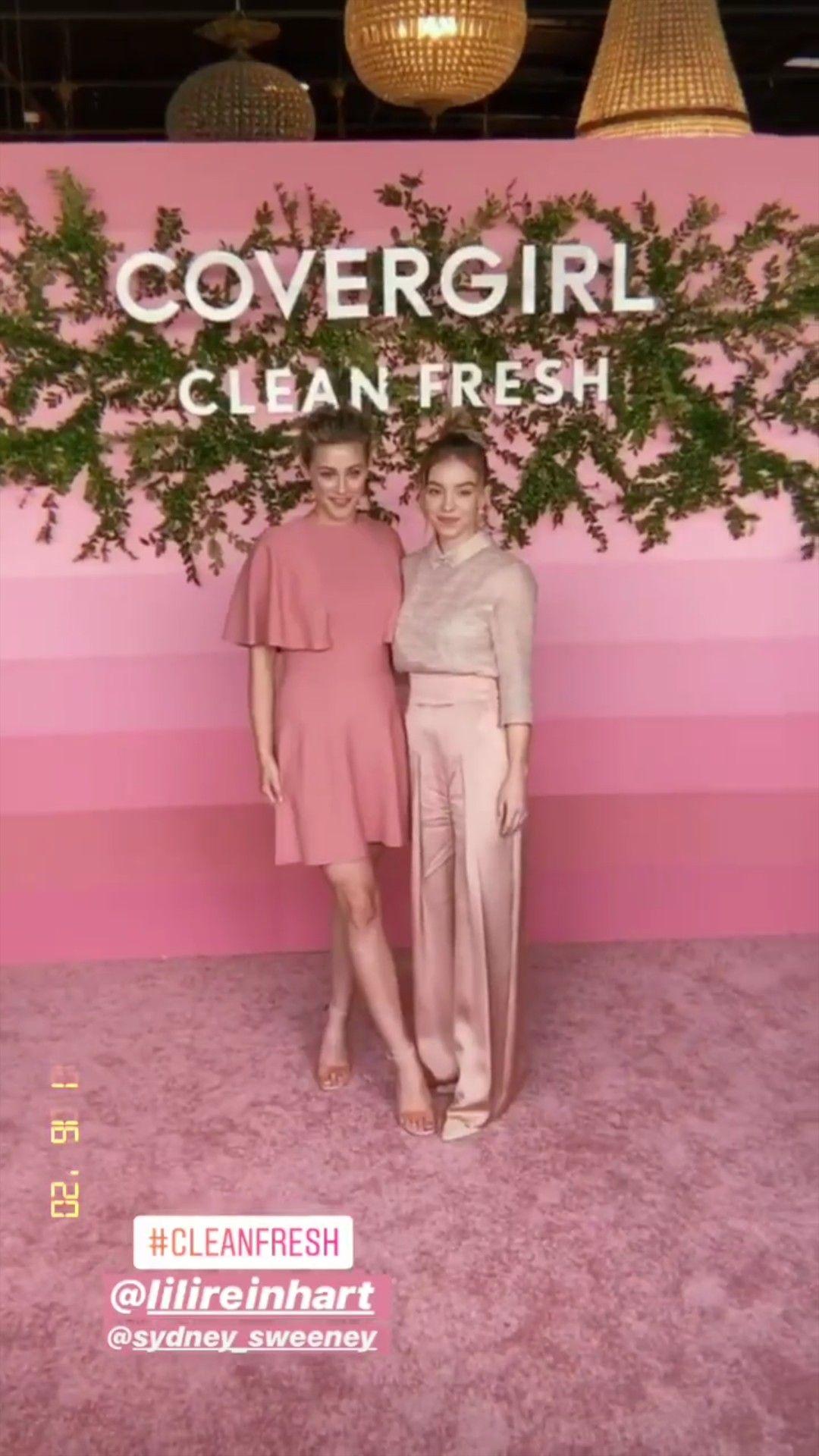 Lili Reinharte Sydney Sweeney No Evento Da Nova Colecao Da Lili Na Covergirl Clean Fresh In 2020 Australia Vacation Covergirl Clean City Of Adelaide