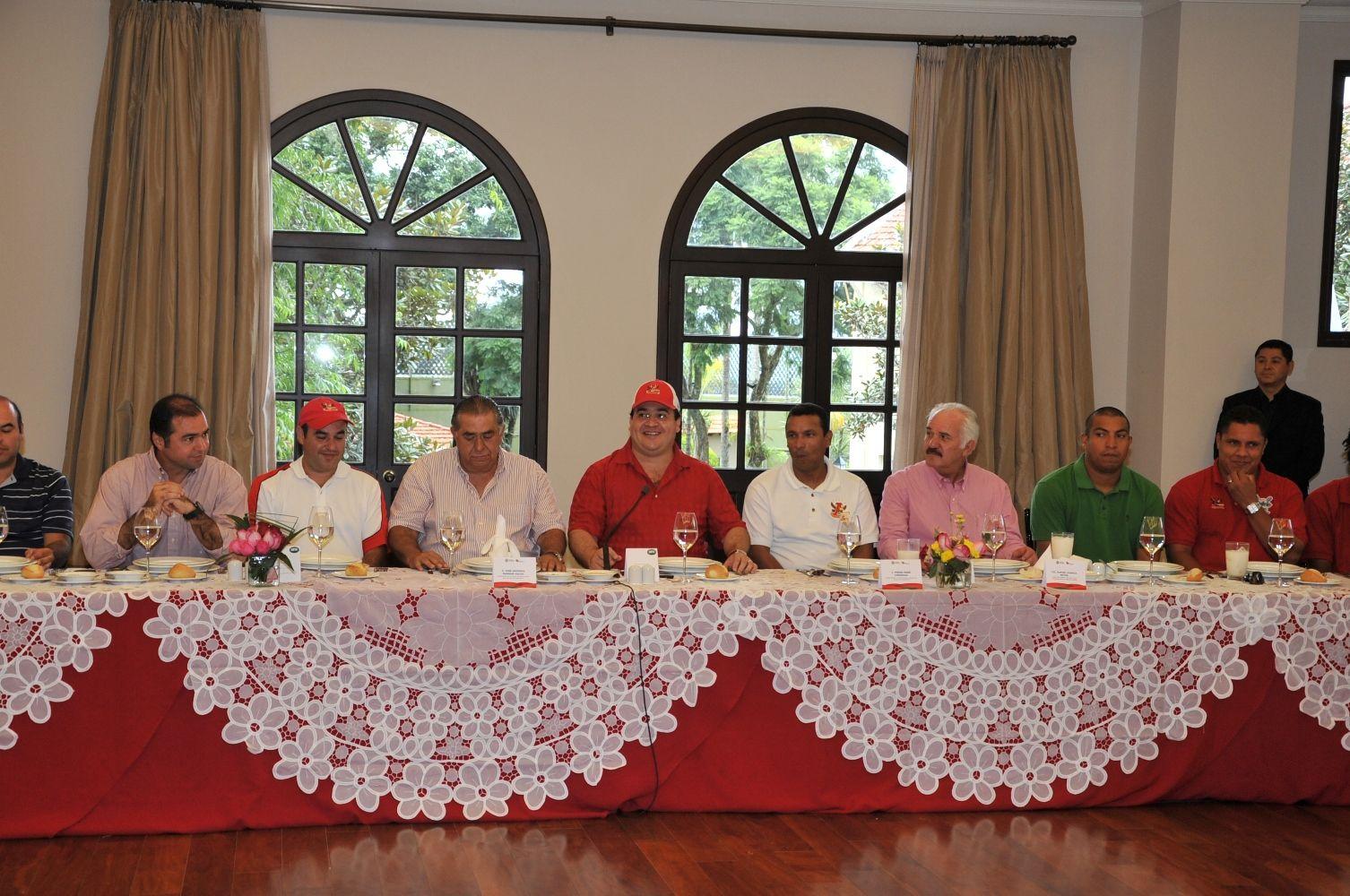 Al reunirse el gobernador Javier Duarte de Ochoa con los campeones de la Zona Sur de la Liga Mexicana de Béisbol, los Rojos del Águila, en Casa Veracruz, mencionó que este sexenio será considerado como el de mayor inversión en materia deportiva en la entidad.