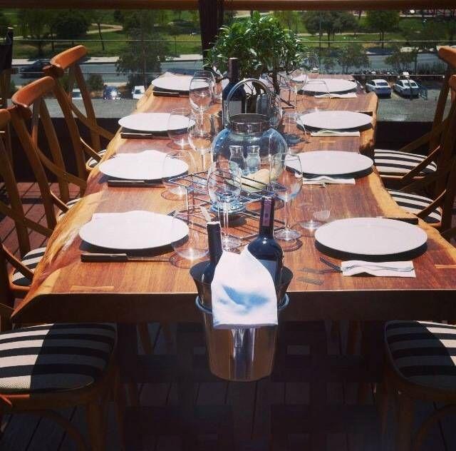 Busca imágenes de diseños de Comedor estilo translation missing: mx.style.comedor.moderno}: Dinner Table . Encuentra las mejores fotos para inspirarte y y crear el hogar de tus sueños.