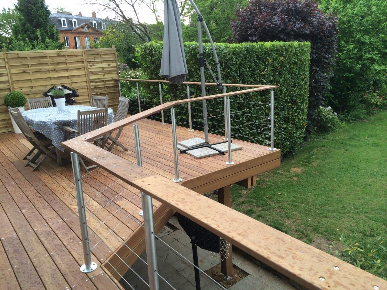 Terrasse suspendue en bois in and out pinterest for Bois terrasse exterieur