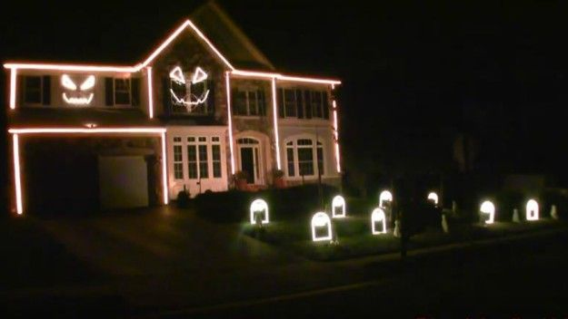 House\u0027s impressive Halloween light show will make you question your - decorate house for halloween