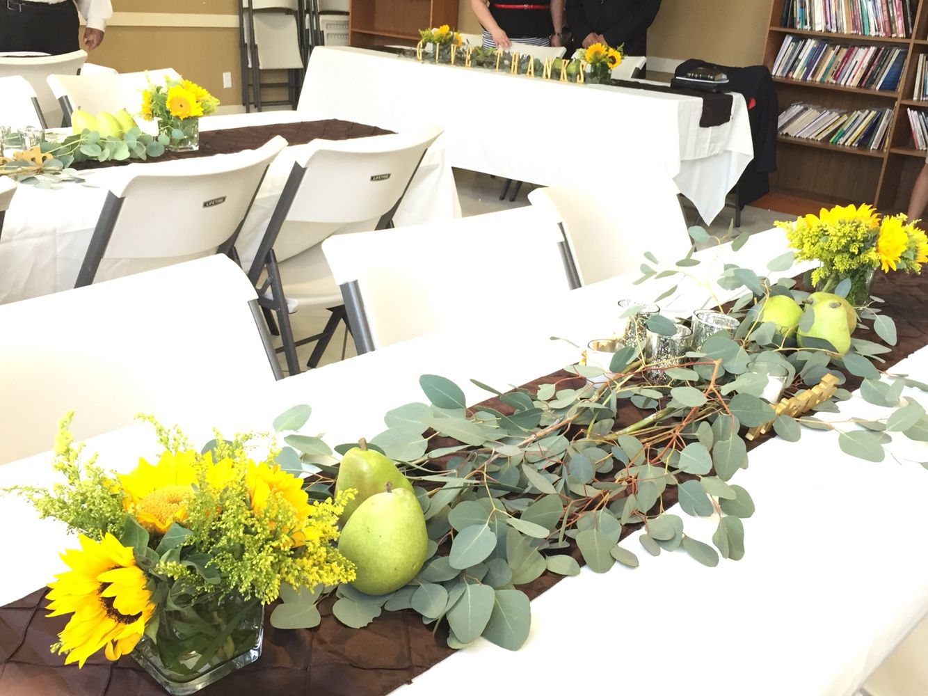 Sunflowers, real pears and eucalyptus/silver tale