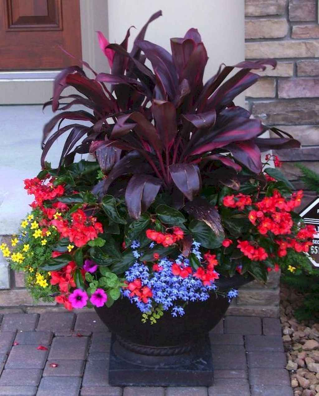15 Fresh and Easy Summer Container Garden Flowers Ideas  Decoradeas