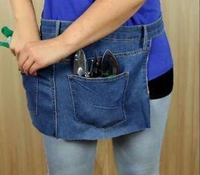 Elle coupe les deux jambes d'un vieux jeans mais ce n'est pas ce que vous croyez: Son accessoire est parfait pour tout fana de jardinage et bricolage