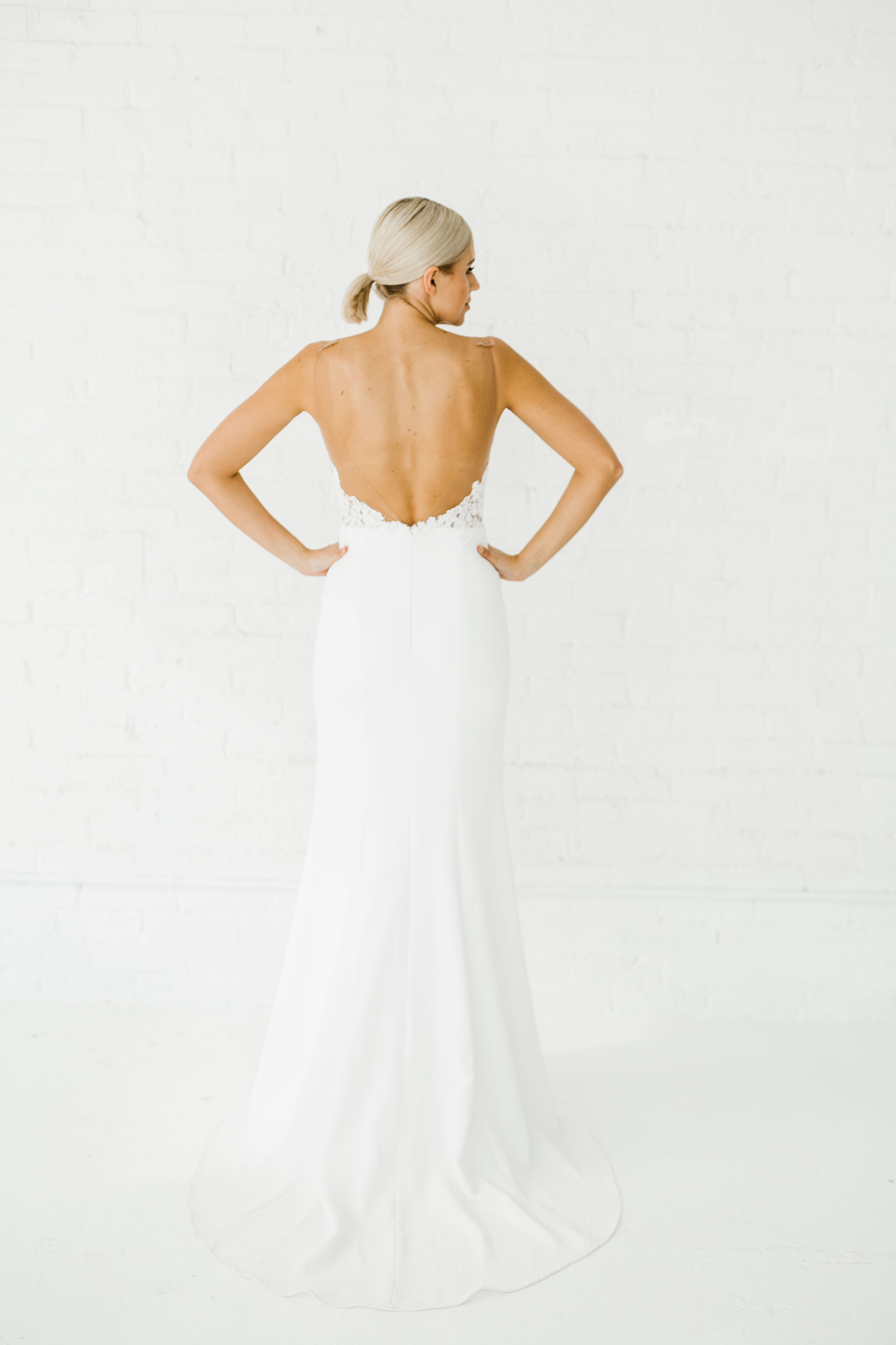Rose Alyssa Kristin Chicago Wedding Dress Designer Agnes Rasek Photography Crepe Wedding Dress Minimalist Wedding Dresses Fitted Wedding Dress