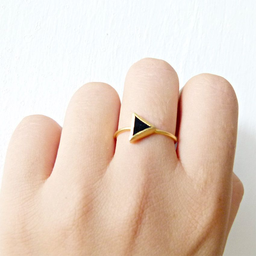 Triangle Ring with Black yx Stone 18k Solid Gold Sharp