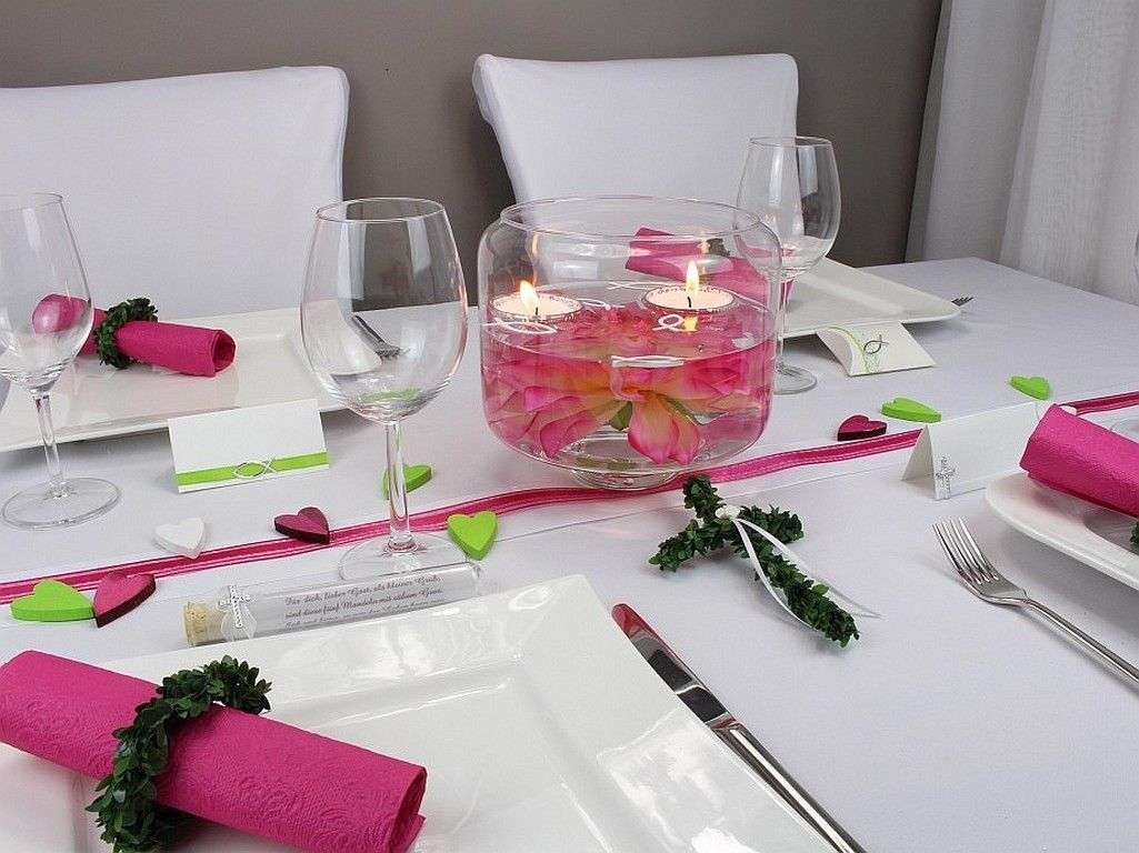Beispieltisch Schwimmschalen Mit Kerzensand In Pink Zur Kommunion