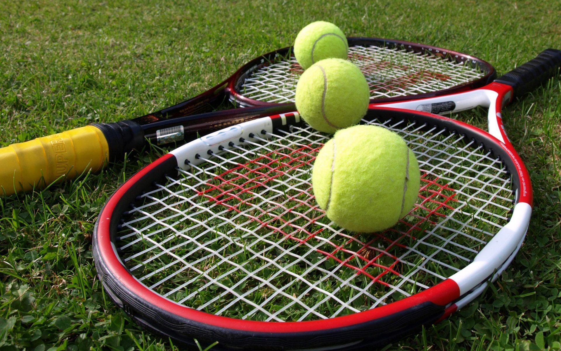 Tennis Rackets And Balls Wallpaper Learnhowtoserveintennis Wimbledon Tennis Tennis Tennis Scores