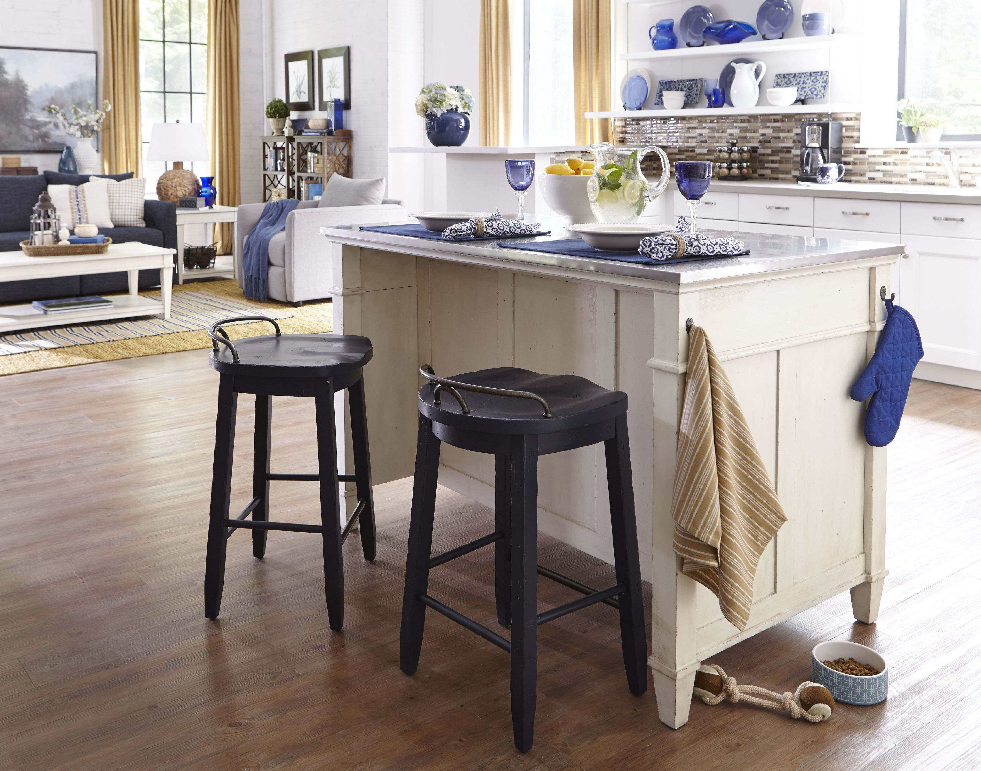 Kitchen Island Bar Stools Pictures Ideas Tips From: Trisha Yearwood Kitchen Cowboy Bar Stool