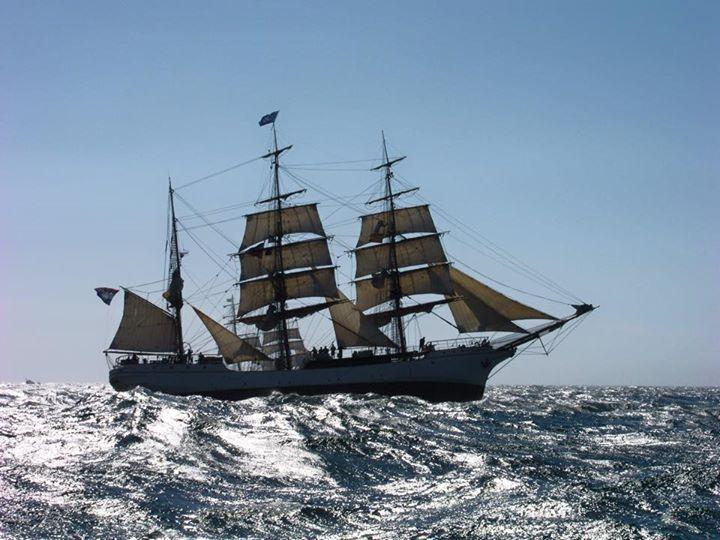 Tall Ships Race En La Coruña Sailing Ships Old Sailing Ships Sailing