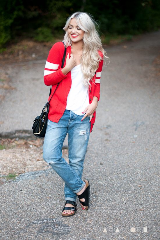 c15e33840964 Outfit ideas. Oversized red sweater. Boyfriend jeans. Black birkenstocks  sandals. absolutely obsessed with this outfit. so happy birkenstocks are  back