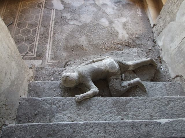 Cast Of One Of Pompeii S Many Victims Pompei Archeologia Roma Antica