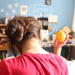 Learn how to make a cute messy bun in a simple, fast way!