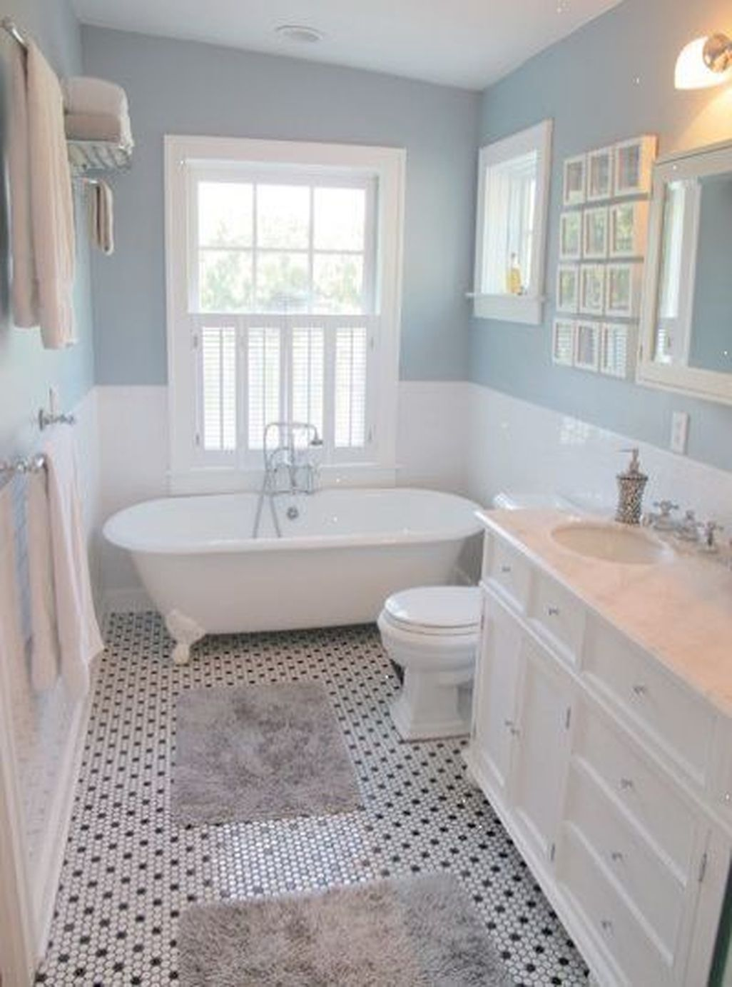 Pin By Azty On Decor In 2020 Small Bathroom Remodel