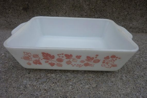 Pyrex Casserole Dish Pink Berries and by ZucchiniFlourVintage, $18.00