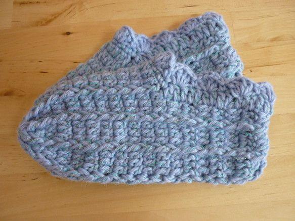 主な糸:紫がかったライトブルー色の太毛糸、水色の糸、グレー杢の糸   (毛糸は、ウール100%(うちメリノウール%))サイズ:M(23~24.5cmくらい)※...|ハンドメイド、手作り、手仕事品の通販・販売・購入ならCreema。