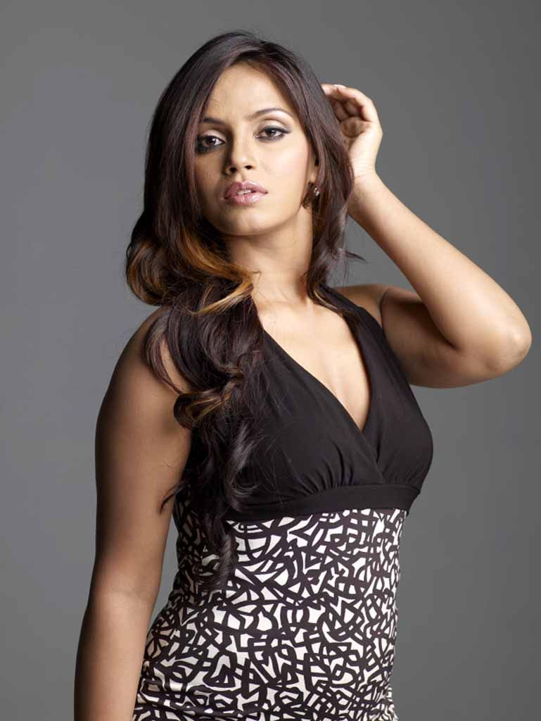 neetu chandra hot in black sareeneetu chandra interview, neetu chandra theeratha vilayattu pillai, neetu chandra date of birth, neetu chandra wiki, neetu chandra facebook, neetu chandra instagram, neetu chandra hot pics, neetu chandra bikini, neetu chandra hot scene, neetu chandra ragalahari, neetu chandra kiss, neetu chandra height, neetu chandra twitter, neetu chandra hot in black saree