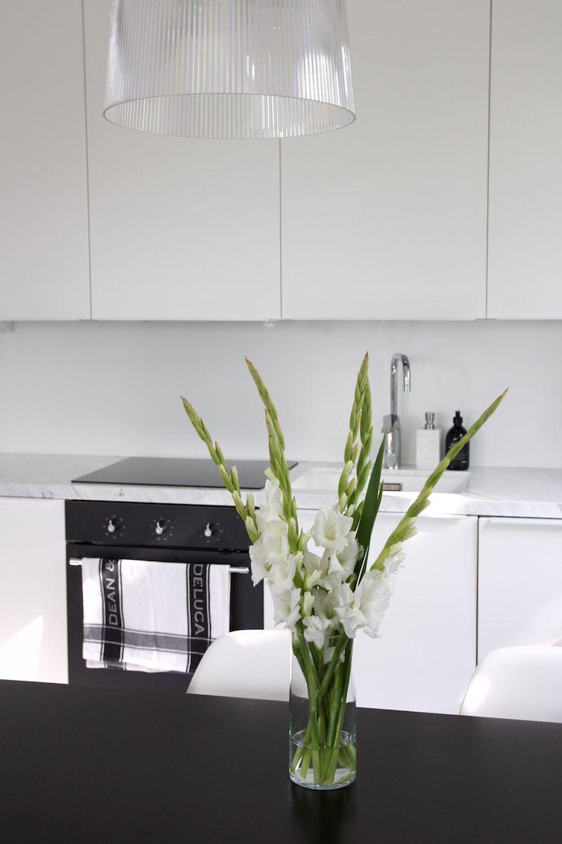 Homevialaura | Modern White kitchen after renovation | Domus | Ikea | marble countertop