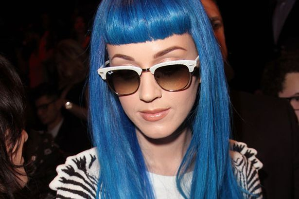 Kate Perry getting in on the blue hair craze!  Photo from www.mirror.co.uk