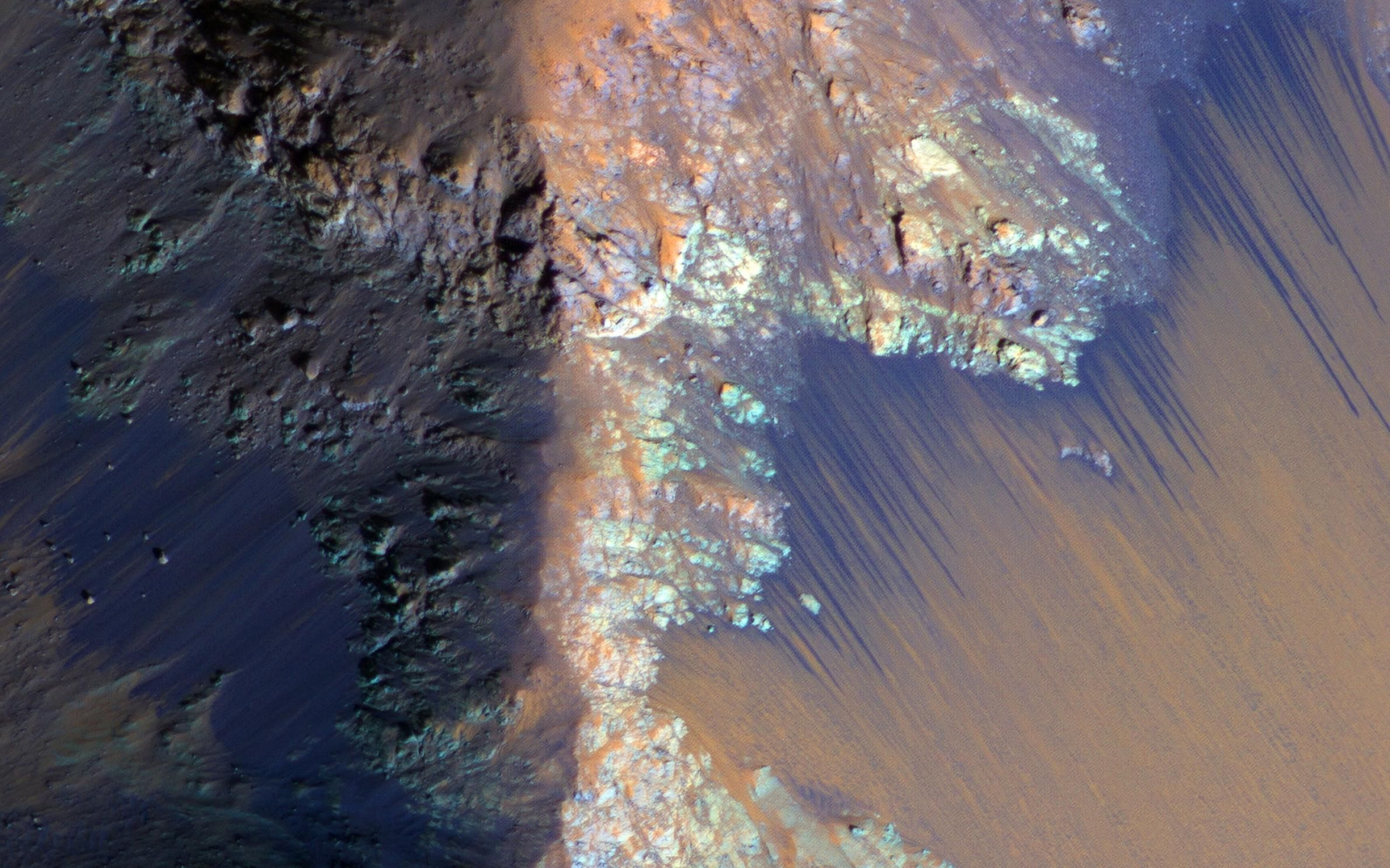 NASA Finds 'Definitive' Liquid Water on Mars Water on