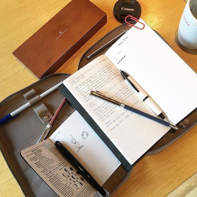 . My friend bought a Graf von Faber-Castell Perfect Pencil New one looks good... . . #grafvonfabercastell #perfectpencil #nightblue #pencil #mod3 #thisisground #tigmod3 #bookjournal #TN #mtn #travelersnotebook #journal #journaladdict #stationery #stationeryaddict #caplessfountainpen #트노 #모드3 #퍼펙트펜슬