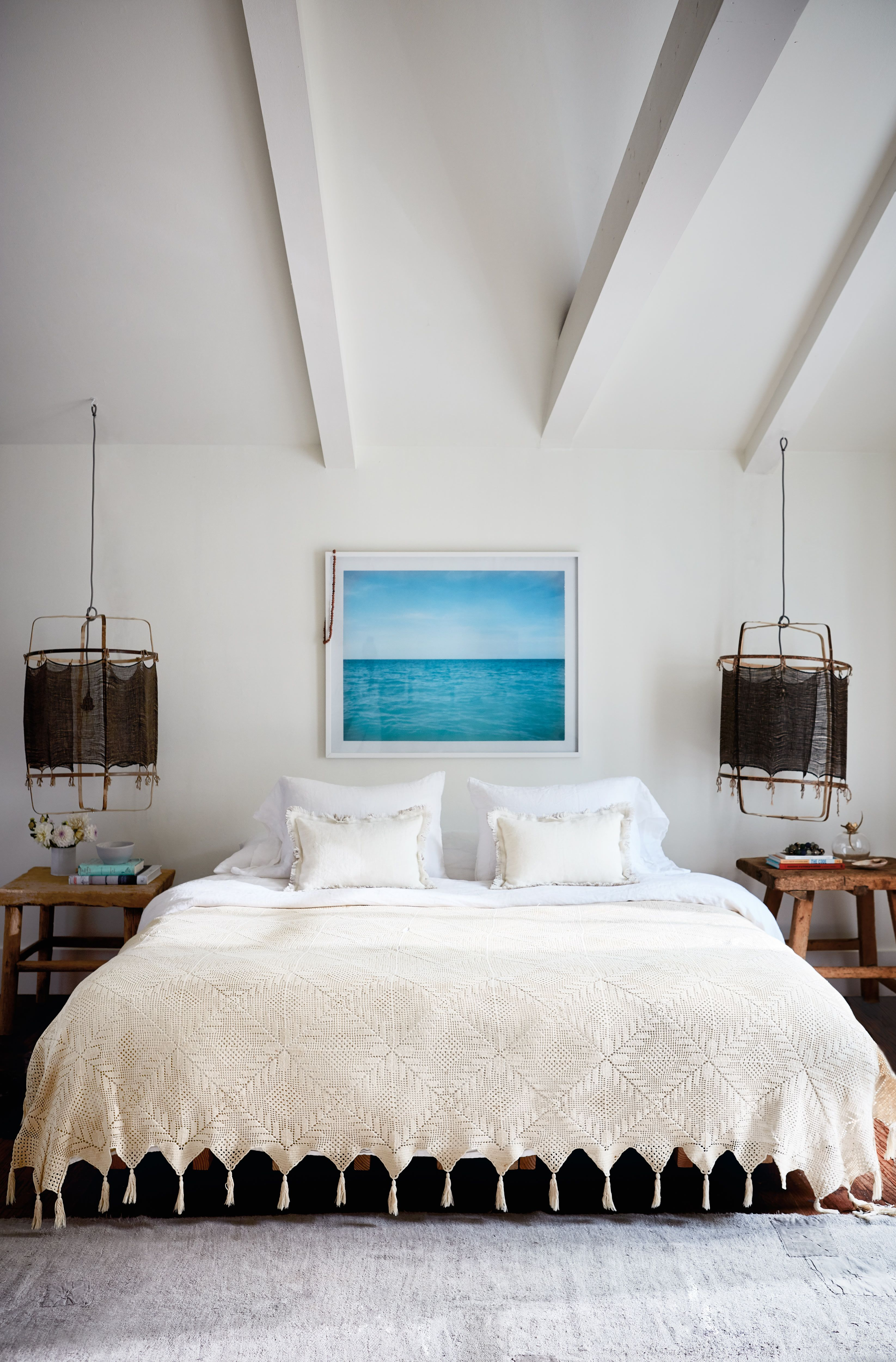 This Hamptons Beach House Is A Surfer S Oasis Beach House Bedroom Home Decor Hamptons Beach House