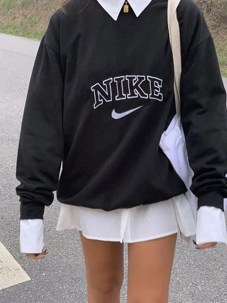 Vintage Nike Spellout Crewneck Sweatshirt Handmade Embroidery Etsy In 2021 Cute Casual Outfits Retro Outfits Aesthetic Clothes [ 1058 x 794 Pixel ]