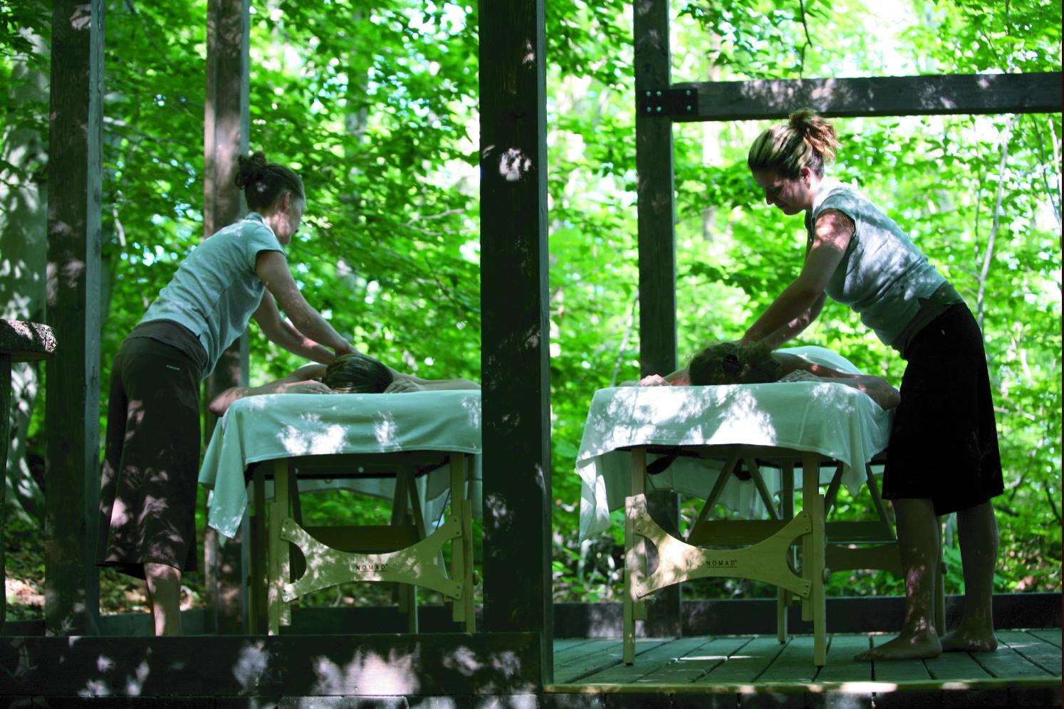 Massage en duo à l'extérieur :)