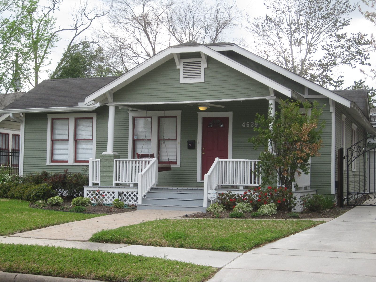 Beach Bungalow Exterior Paint Colors Another Subdued Tone But With A Burgandy Secondary Color